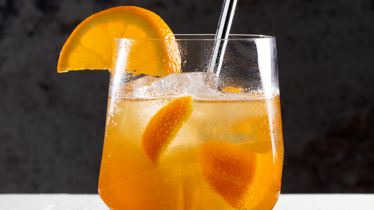 Cocktail au whisky, à l'orange et au gingembre